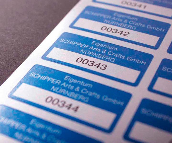 Eigendom stickers voorzien van doornummering